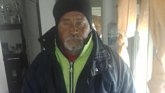 Vivía en la calle y a los 63 años una familia le dio un hogar