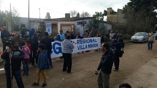 Gremios esperaron a Macri con una protesta en el barrio