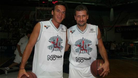 """Basquet solidario: """"Pichi"""" Campana y Marcelo Milanesio en Ameghino"""