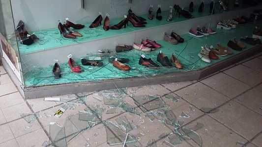 Dos detenidos por romper la vidriera de Family Calzados en una pelea