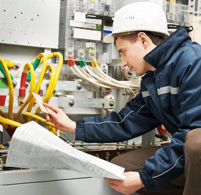 Por ley sólo se podrá contratar electricistas matriculados