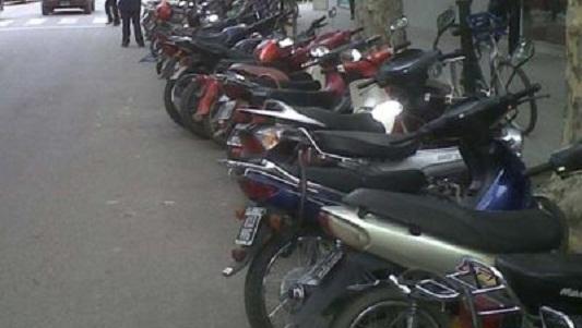 Encontró la moto que le habían robado, estacionada en pleno centro
