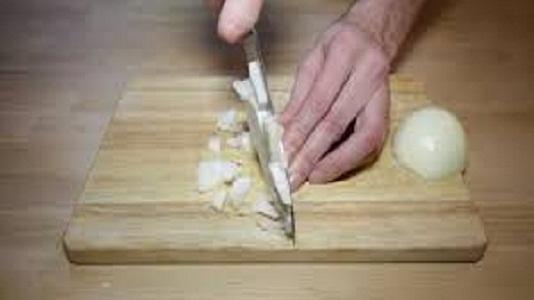Cómo cortar cebolla sin llorar y sin sufrir