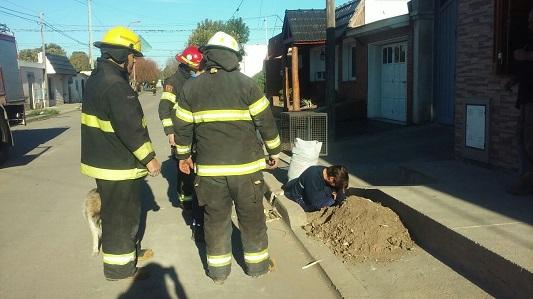 Por un pérdida de gas cortaron el tránsito en una calle de Villa Nueva