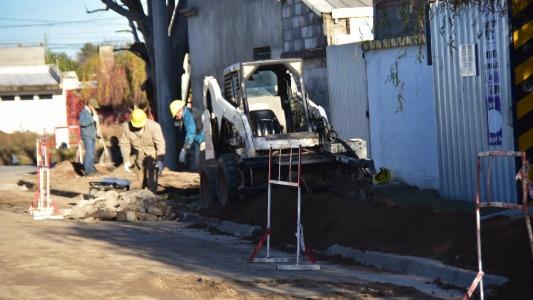 Pavimento y gas: dos servicios que avanzan en tres barrios de la ciudad
