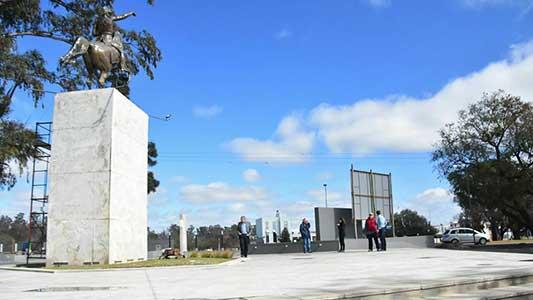Presentan la renovación del monumento a San Martín en la Costanera