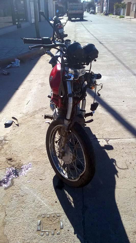 triple choque moto auto lesiones graves (1)