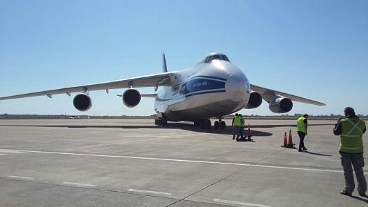 Gigantesco avión ruso trae equipos para la planta MSU de Villa María