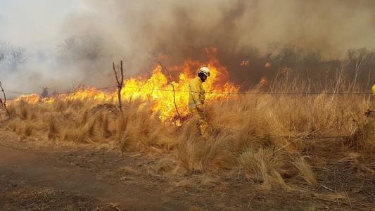 Bomberos de Villa María trabajan en los incendios de las sierras