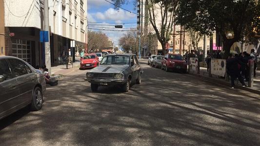 auto roto calle Santa Fe frente al jose ingenieros