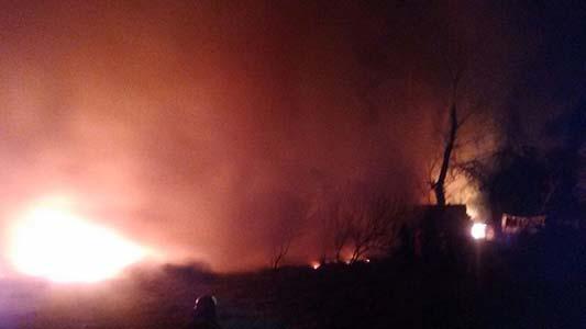 Casi 3 horas de lucha contra el fuego al sur de Villa Nueva