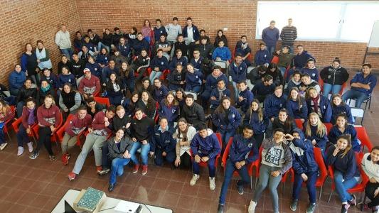 Estudiantes de Pasco tuvieron una charla sobre relaciones violentas