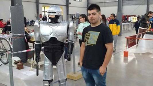 Construyó un robot de tamaño real usando tutoriales de YouTube