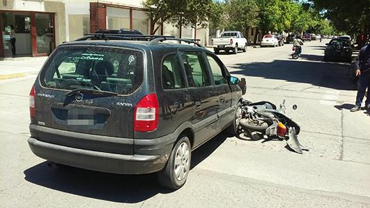 """El """"romance"""" entre motos y autos sigue llenado de heridos el hospital"""