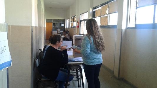 Más del 70 por ciento del padrón fue a votar en las 14 escuelas