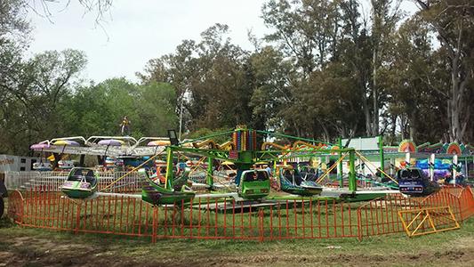 Preparativos festejos Villa Nueva parque de diversiones (6)
