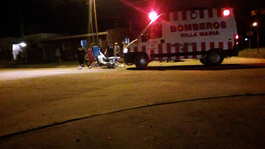 Fuerte choque entre una motocicleta y un rastrojero en Las Playas