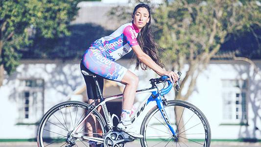 """La """"profe"""" que estudia en Villa María y es supercampeona de ciclismo"""
