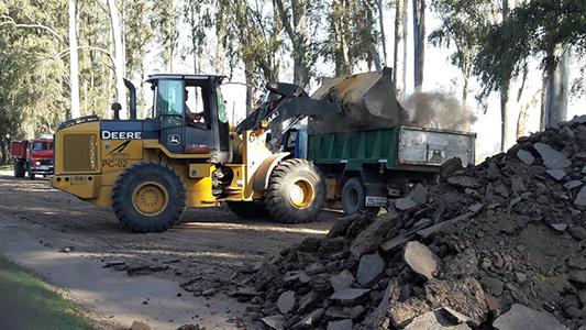 Levantan asfalto en avenida Savio para repavimentar un kilómetro más