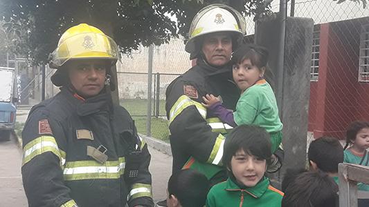 Chicos de Jardín aprenden cómo actuar si se produce un incendio