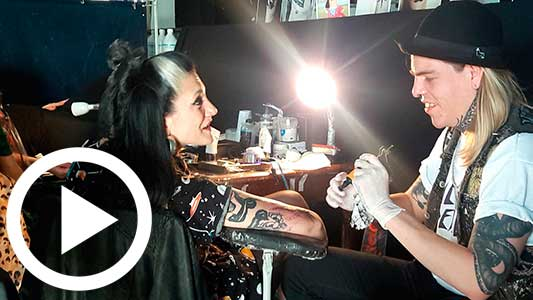 Esos raros tatuajes nuevos y gente a la que no le queda lugar en la piel