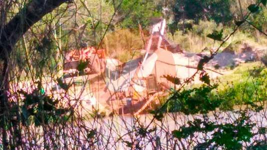 Extracción ilegal río arriba: detectaron que sacan arena con máquinas