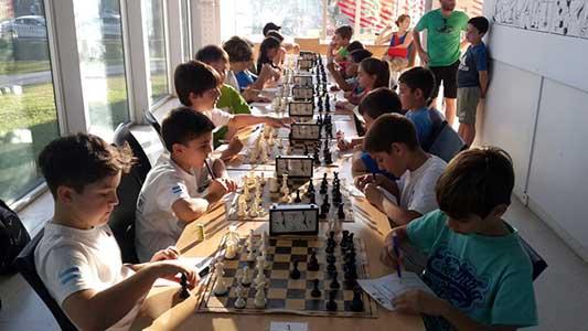 60 niños y jóvenes buscan la clasificación nacional en ajedrez