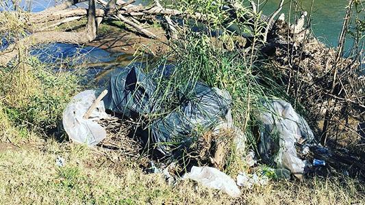 A limpiar la costanera: convocan a vecinos a sumarse para sacar basura del río