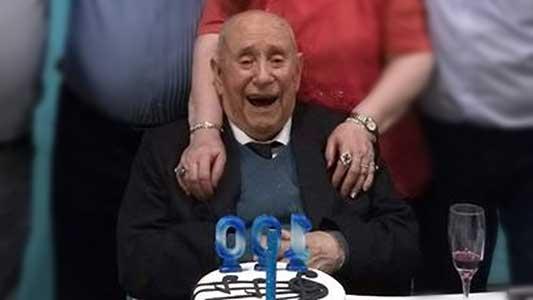 Cumplió felices 100 años el creador de la primera autobomba local