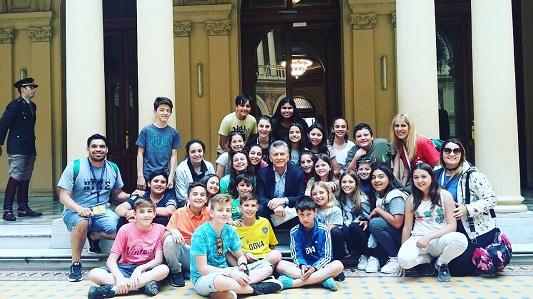 Niños de la Dante Alighieri fueron recibidos por el Presidente