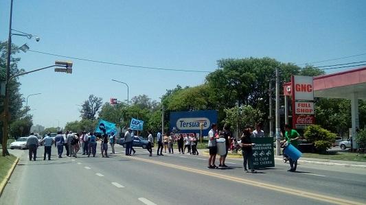 Cortan la ruta 19 de San Francisco contra el cierre la sede de la UNVM