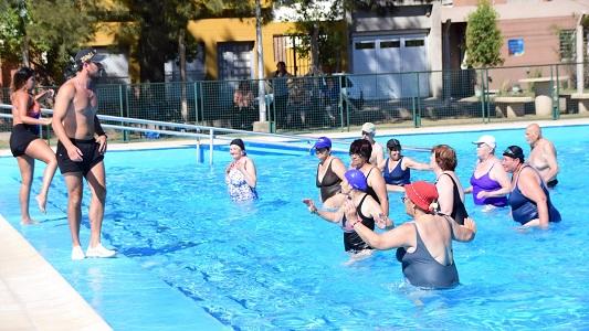 ¡Al agua pato! Abren inscripciones para escuela de verano de adultos mayores