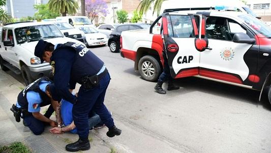 Gran operativo: 2 detenidos con inhibidores de alarma en el centro
