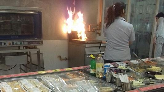 Susto por las llamas que ocuparon un sector del Hiper