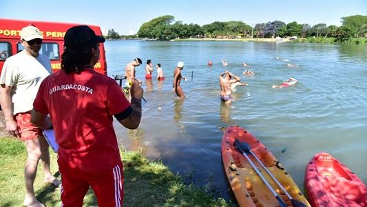Guardacostas se capacitaron en rescate acuático en el río