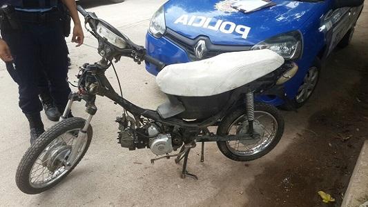 Andaba en una moto armada con partes de otras tres