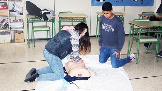 ¡A salvar vidas! Enseñarán RCP como materia en el secundario