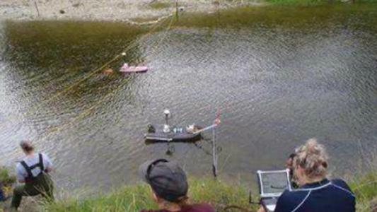 Abren las compuertas para que estadounidenses midan el río