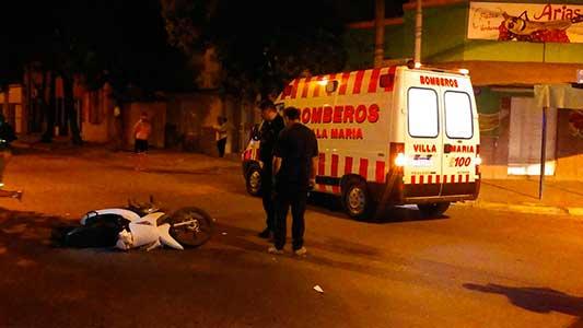 Quedó grave al chocar contra ambulancia de Bomberos