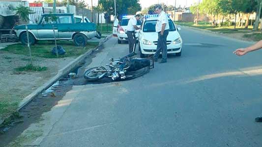 Iban en moto y terminaron con fracturas: uno estaba alcoholizado