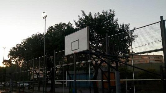 Duró poco: Los aros del Poli están rotos y jugadores se quejan