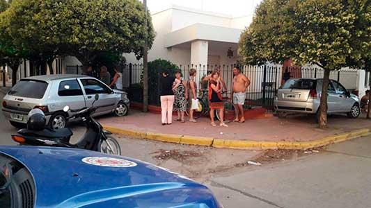 Villa Nueva: chocaron y terminaron arriba de la misma vereda