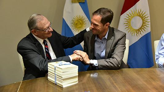 Gill firmó un convenio de colaboración con Israel