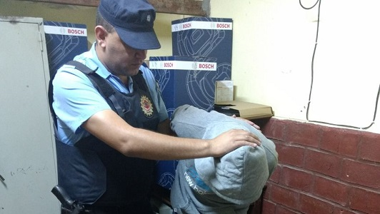 Detienen a un chico de 16 años en una extraña situación en Villa Nueva