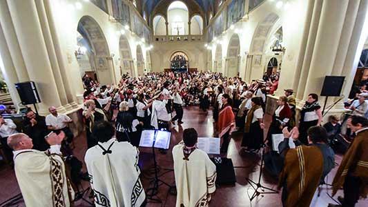 Navidad folklórica y popular en la explanada de la Catedral