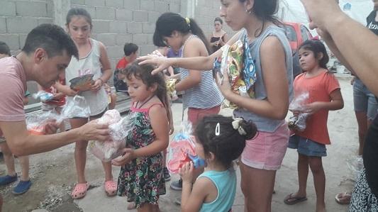 El amor en juguetes: 400 niños tuvieron su regalito de Navidad
