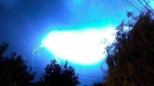 ¡Rayos! Así se vió el paso de la tormenta por el cielo de Villa María