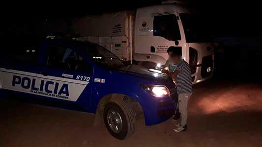 Atrapan a empleado descargando ilegalmente gasoil en la ruta