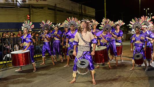 A todo color comenzaron los Carnavales Gigantes de Villa Nueva