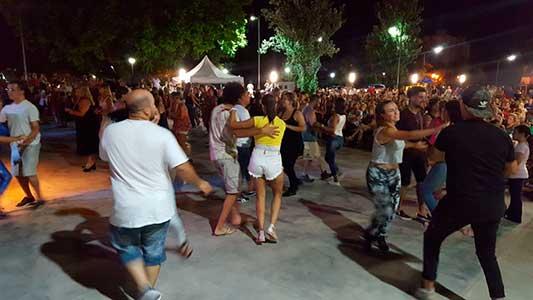 Música y mucho baile: la explanada se llenó de ritmos latinos